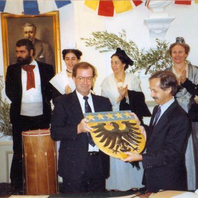 Signature officielle le 12/11/1989 à SMC
